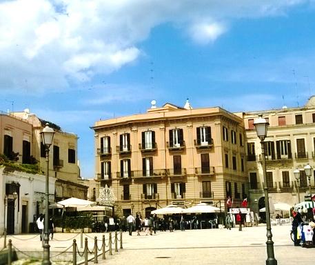 Piazza del Ferrarese Bari vecchia