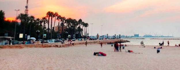 Il tramonto dalla spiaggia di Bari