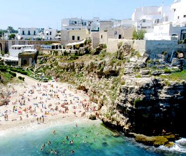 Polignano a Mare spiaggia Puglia
