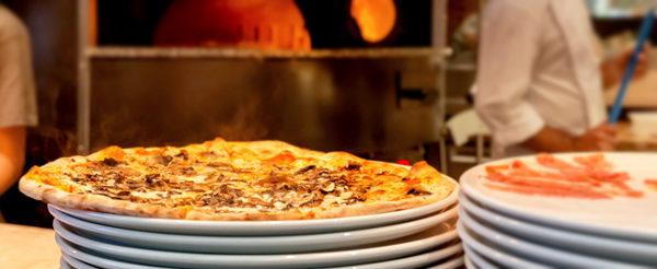 Mangiare pizza barese italy
