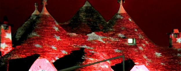 Alberobello torna ad illuminarsi, questa volta per gli innamorati