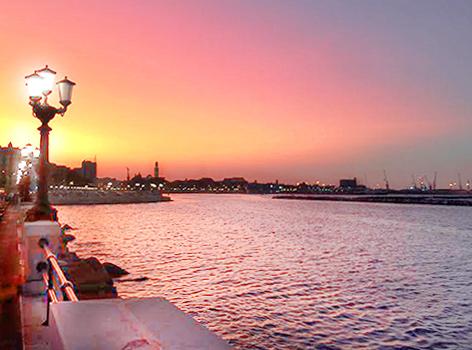 Vedere tramonto lungomare Bari