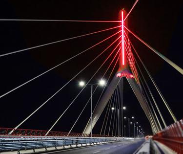 Ponte adriatico di sera Bari
