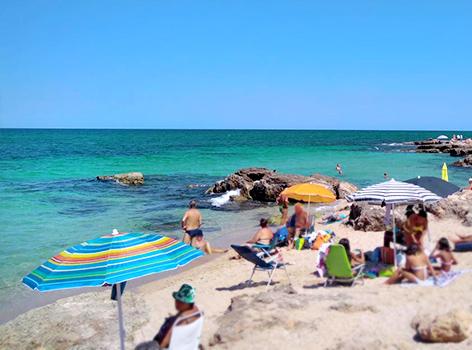 Spiaggia vicino torre a mare Bari