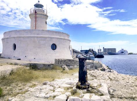 Visitare Faro Borbonico Porto Bari