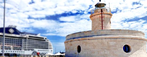 Faro Borbonico: il piccolo faro del porto